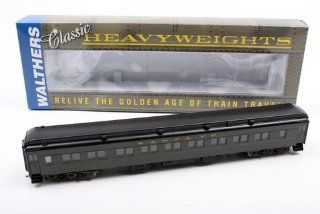 Walthers HO Scale Pullman Heavyweight 28 1 Parlor Santa Fe (932 10302) Toys & Games