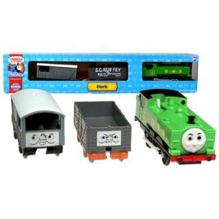 HIT Year 2006 Thomas and Friends Trackmaster Motorized Railway Battery Powered Tank Engine Train 3 Pack Set   DUCK The Great Western Engine with S.C.Ruffey the Troublesome Truck and Toad the Brake Van: Toys & Games