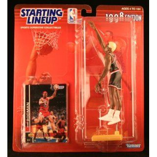 DENNIS RODMAN / CHICAGO BULLS 1998 NBA Starting Lineup Action Figure & Exclusive NBA Collector Trading Card: Toys & Games