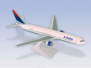 Premier Planes Delta Airlines B767 300 1/200 Model Airplane: Toys & Games