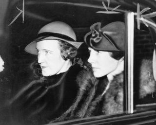 1935 photo Mrs. Lindbergh testifies at Hauptmann trial graphic. Mrs. Anne Mor a4   Photographs