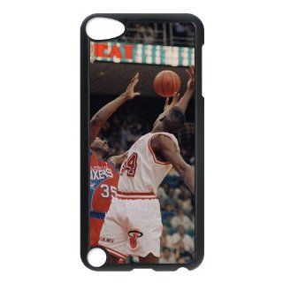 NBA Maimi Heat Mobile protective kit for iPod Touch 5 Series One Black Shell: Cell Phones & Accessories