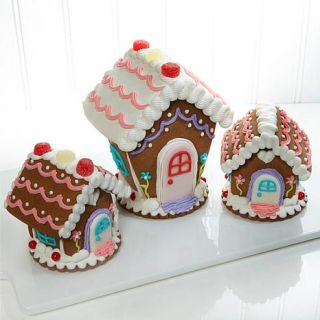 Monte Carlo Baking Company Set of 3 Ginger Bread Houses   8079543